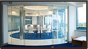 Умное стекло в конференц зале, прозрачный режим
